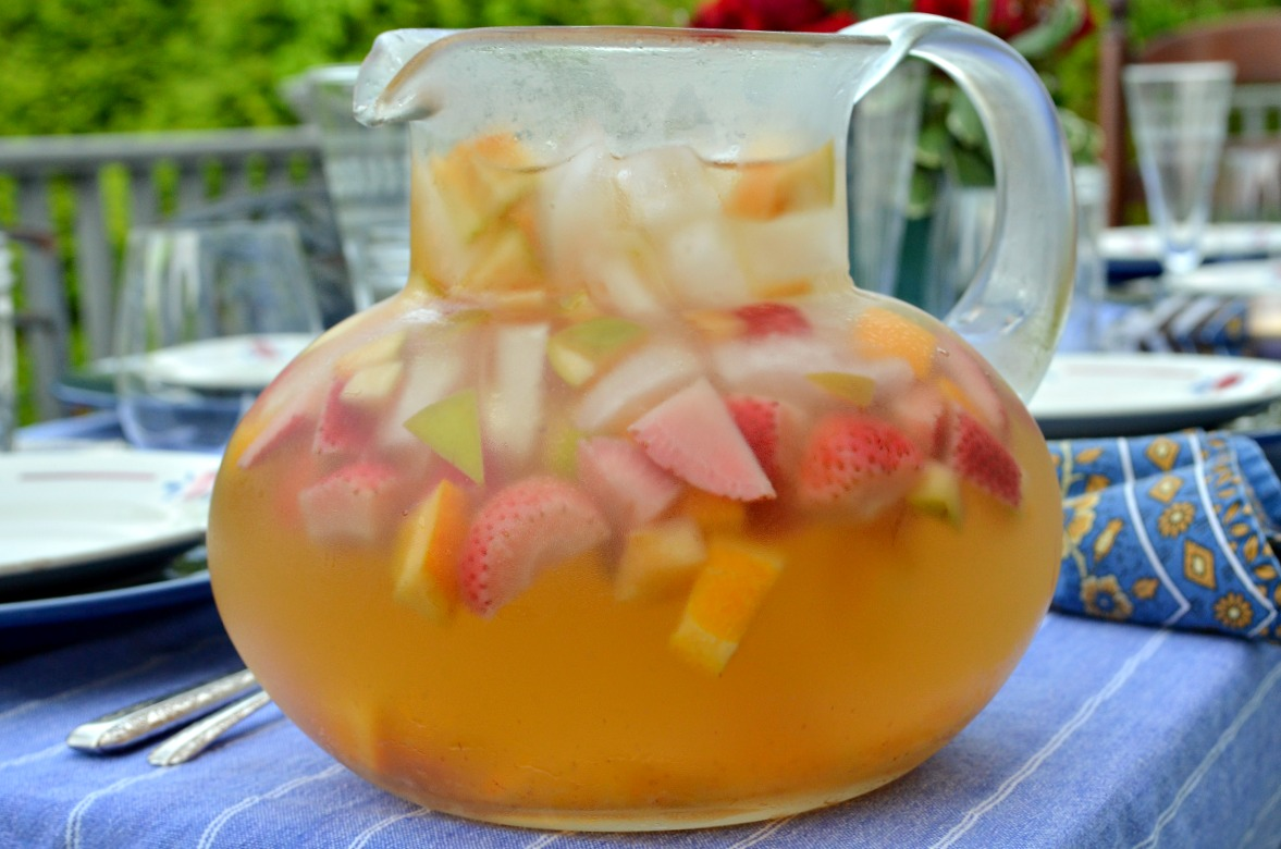 White Sangria With Apples, Oranges, and Strawberries — Three Many ...