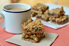 Apple Butter Cinnamon Bars with Oatmeal Crumble